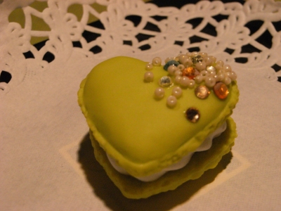 citrus heart macaron