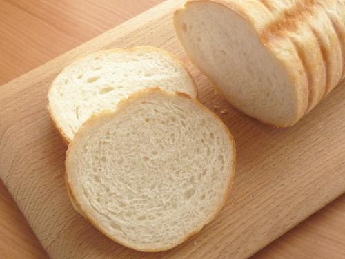トヨ型で焼く丸い食パン