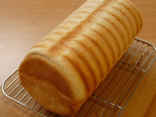 トヨ型で焼いた丸い食パン