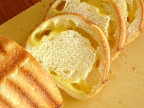 トヨ型で焼く チーズパン
