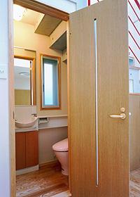 1階階段下のトイレ