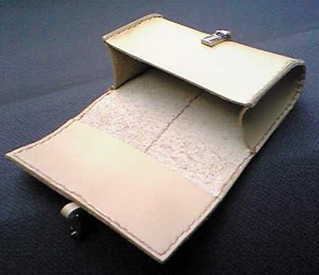カードケースを開くと