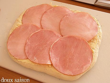 ハムチーズロールパン