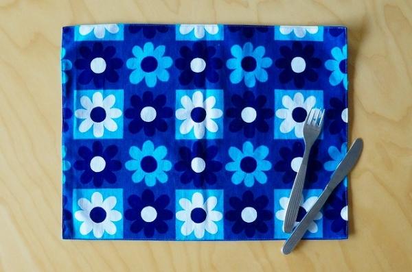 北欧雑貨/北欧/キッチン/雑貨/ランチョンマット/北欧生地/ファブリック/ブルー/青色/花柄