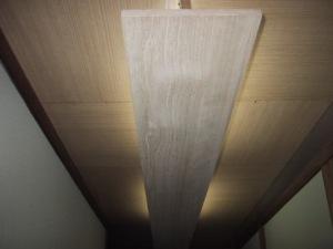 ■アフター: ちょっとお洒落な廊下の天井の間接照明!