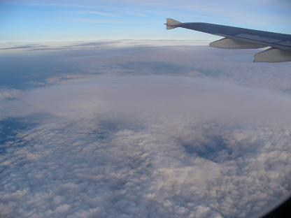 帰りの飛行機から雲海です。