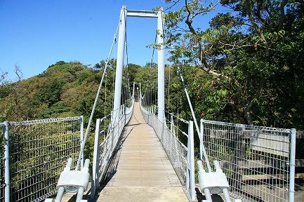 園内にあるつり橋
