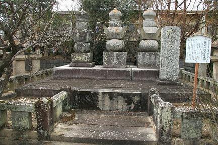 鍋島初代藩主 信濃守勝茂公の墓