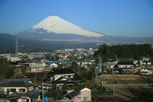 雪の富士山です。