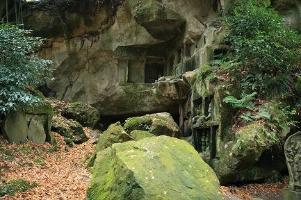 洞窟群-3