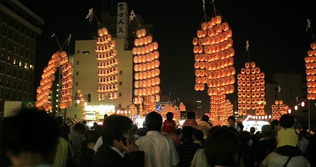秋田竿燈まつり-3
