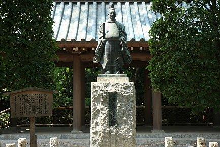矢田部式部盛治大人銅像-1