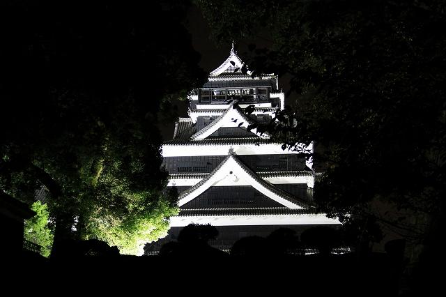 ライトアップされた熊本城-2