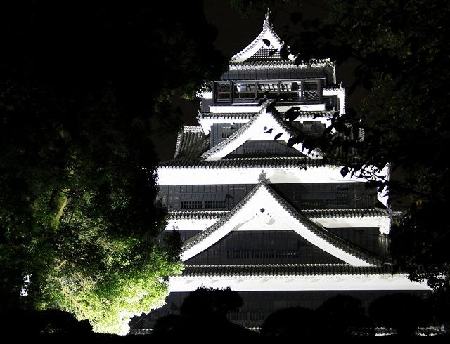 ライトアップされた熊本城-3
