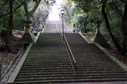 清正公像への石段