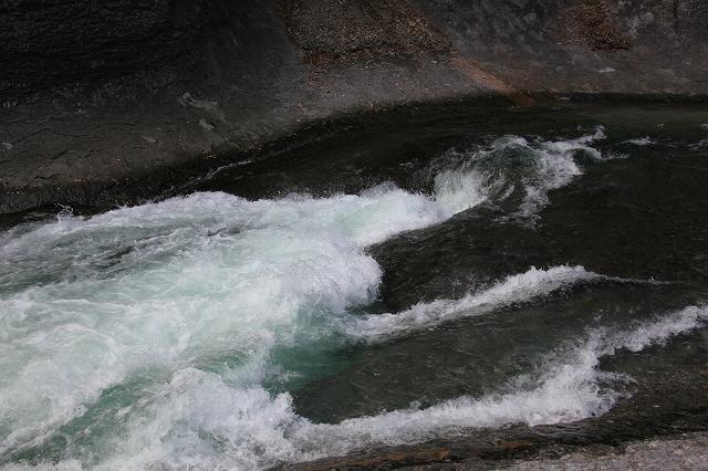 鱒飛の滝-1