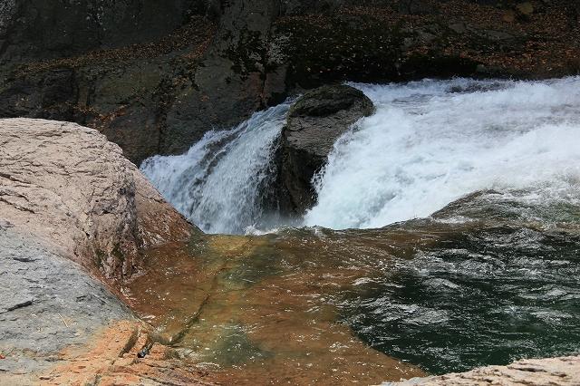 鱒飛の滝-2