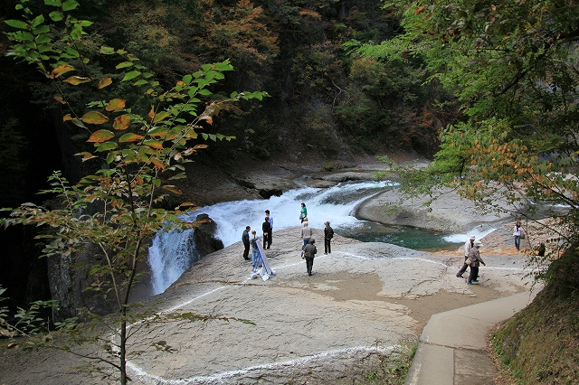 鱒飛の滝-4
