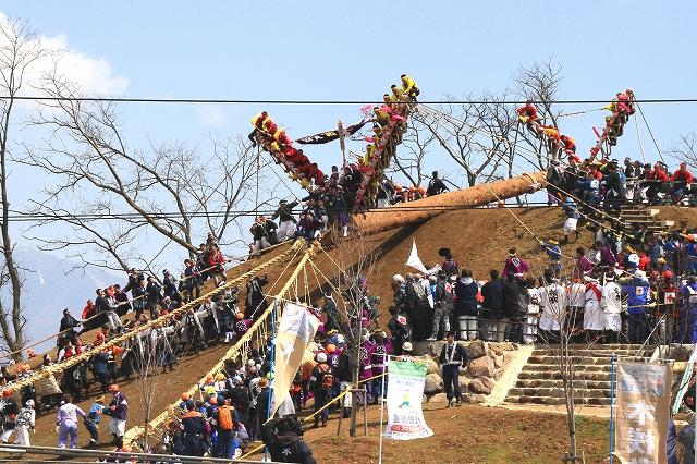 御柱祭・木落し-8