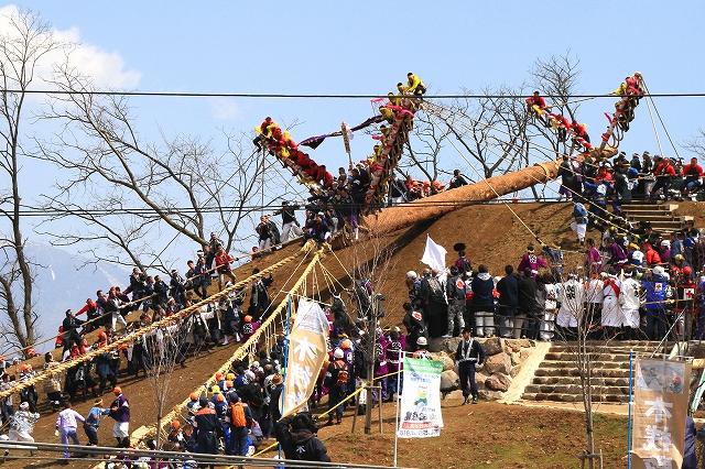 御柱祭・木落し-9