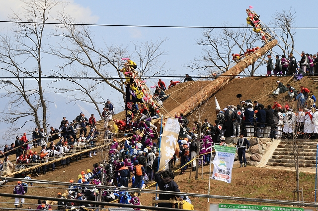 御柱祭・木落し-11
