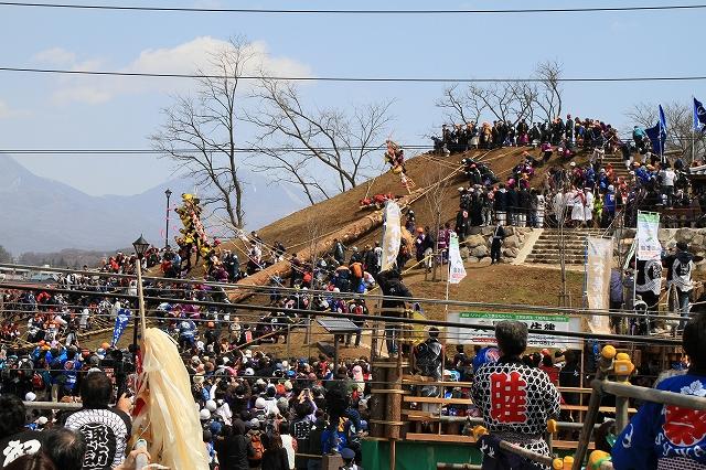 御柱祭・木落し-14