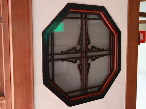 窓の細工-2