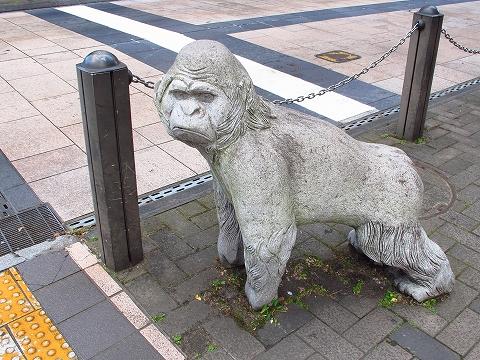 ゴリラの像