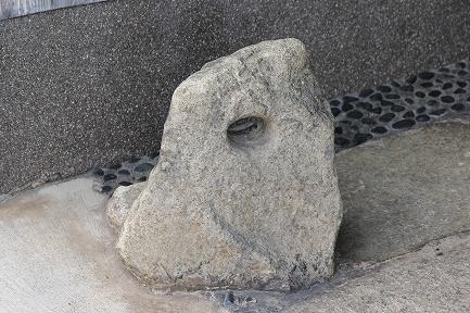 馬つなぎ石-2