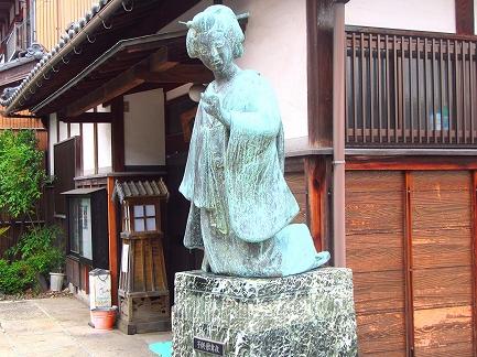 子供歌舞伎の像-1