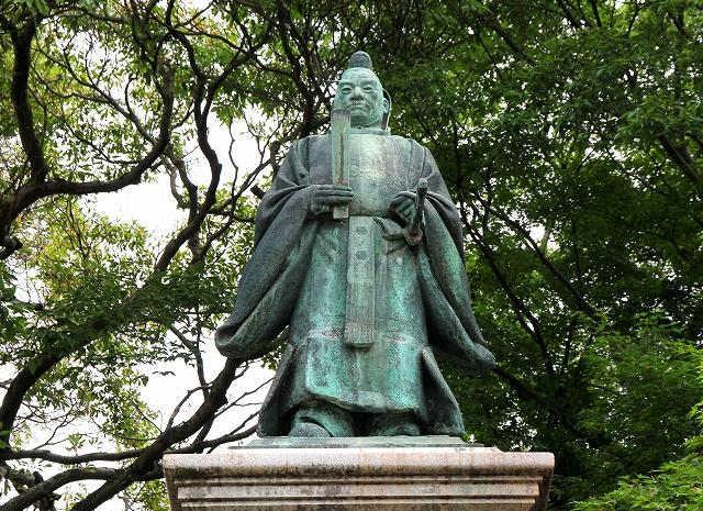 井伊大老銅像-2