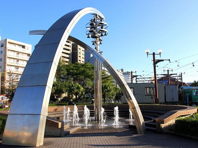 駅前の風景-2