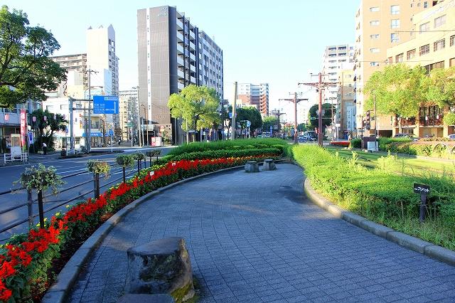 駅前の風景-4