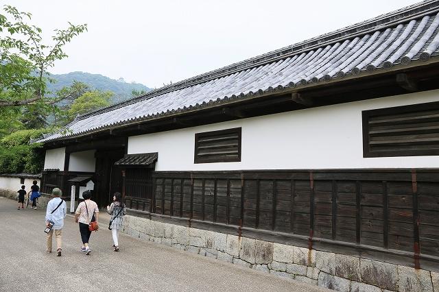 香川家長屋門-1