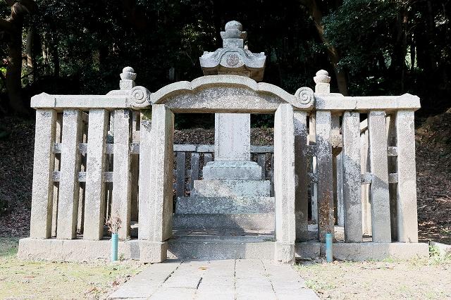 毛利家墓所-2