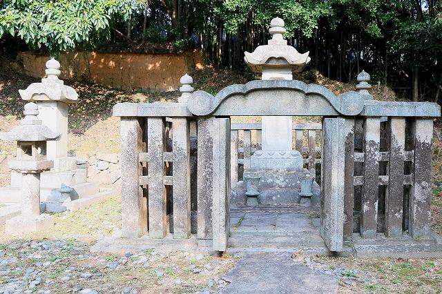毛利家墓所-3