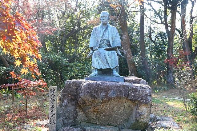 狩野芳崖銅像