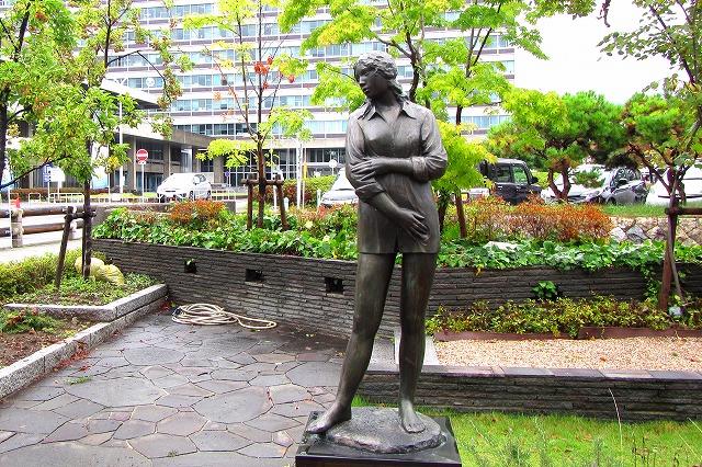 彫刻 若い女-1