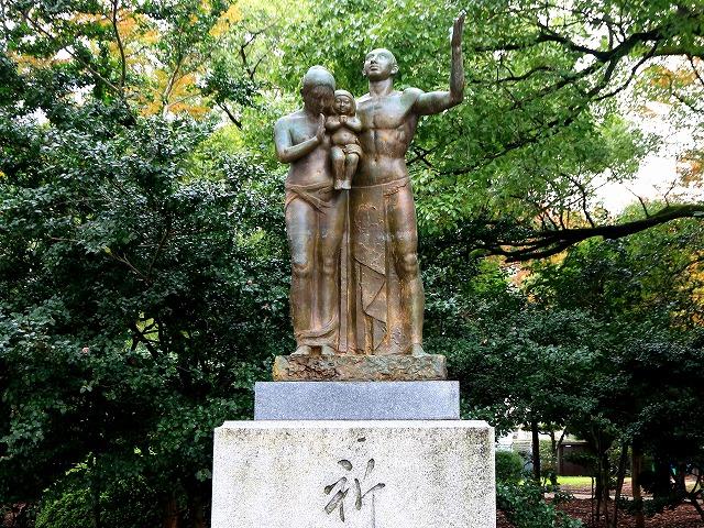 祈りの像-1