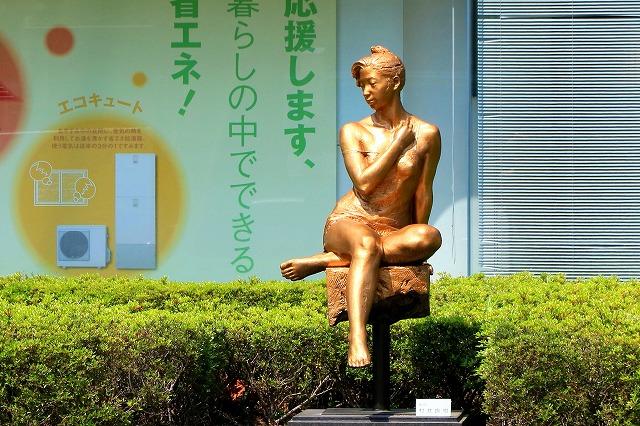 金色の婦人像