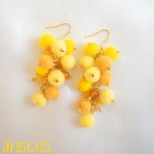 黄色が可愛いミモザピアス(イヤリング)|手作りアクセサリー工房みるいる