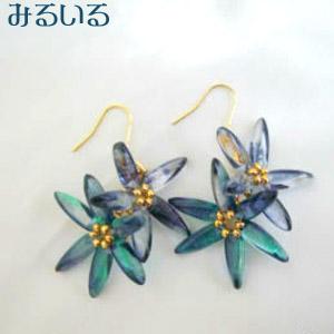 オキシペタラム(ブルースター)のような青い花のグラデーションピアス(イヤリング)|手作りアクセサリー工房みるいる
