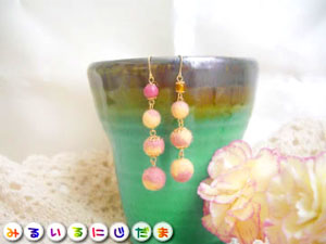 淡いピンクと黄の春色羊毛ピアス(イヤリング)|手作りアクセサリー工房みるいる
