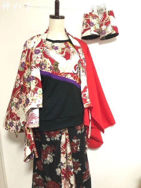 袴風ワイドパンツ、手甲、半袖Tシャツ、着物袖羽織り