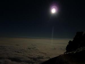 20100825  富士宮口9合5尺 月明かり雲海(手ぶれ)
