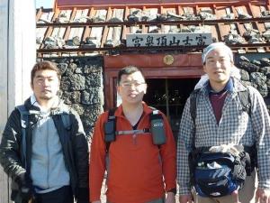20100825  富士山浅間大社奥宮鳥居にて