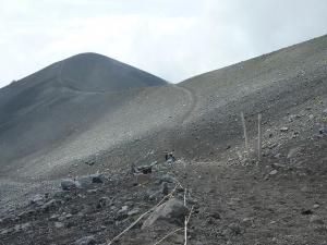 20100825 御殿場口から富士宮口への分岐点です