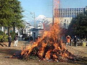 2011富士市吉原南町区どんど焼き