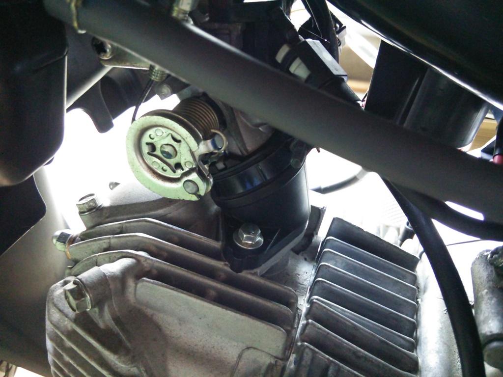 スーパーカブ AA04 インシュレータ 外し方
