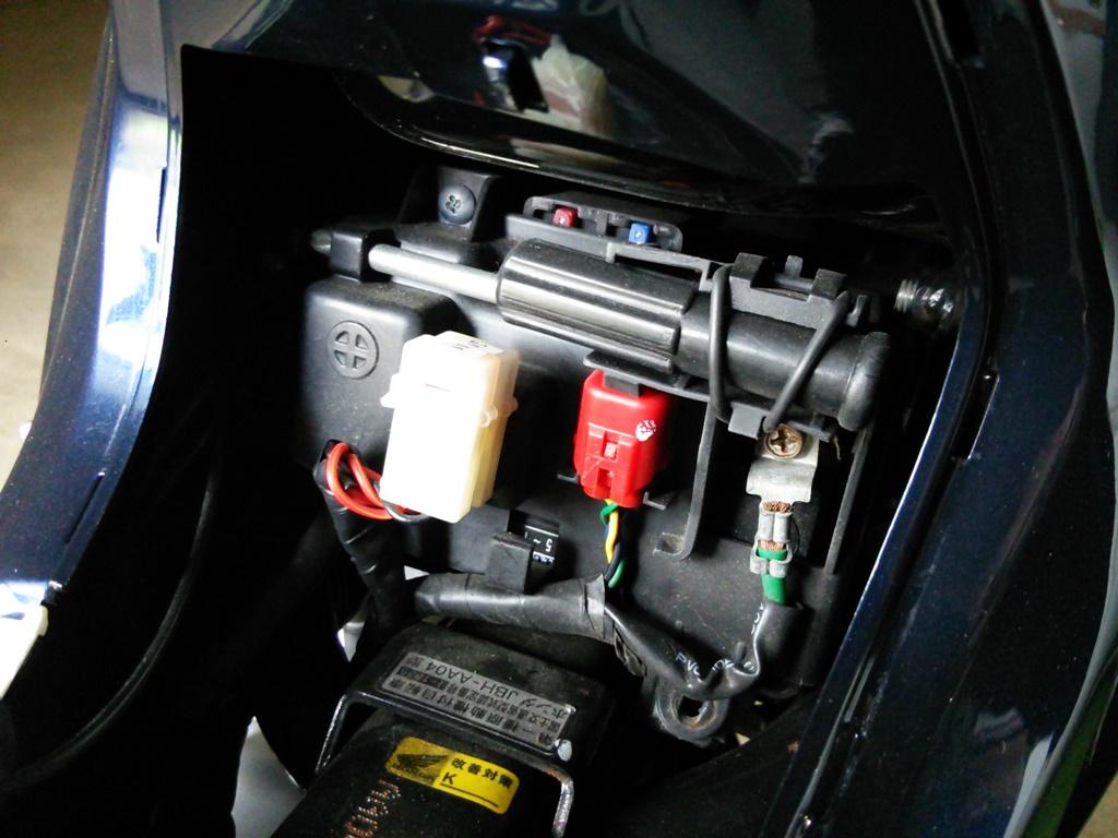 AA04 JA10 バッテリー 外し方